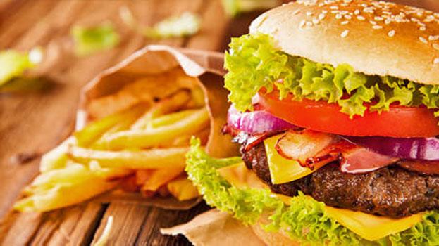 un panino con hamburger