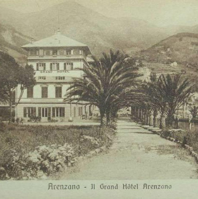 Historical photo of the entrance of the Grand Hotel Arenzano