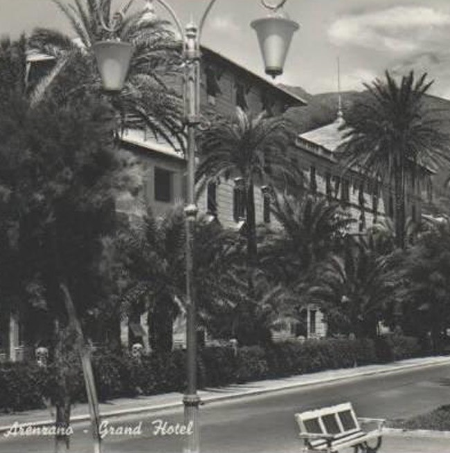 Historical photo of the street in front of the Grand Hotel Arenzano