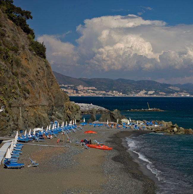 Foto di Marina Piccola, la spiaggia privata dell'Hotel dotata di lettini e ombrelloni
