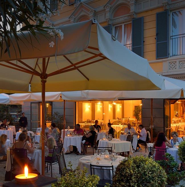 В ресторане с открытой террасой - Arenzano